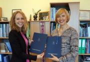 """Verslo vadybos fakultete pasirašyta bendradarbiavimo sutartis su personalo atrankų įmone """"Amston"""""""